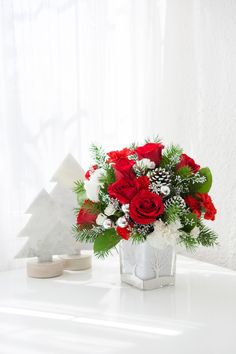 Teleflora's Woodland Winter Bouquet | Christmas Flowers | Winter White | Holiday Flowers | #Christmas #Flowers Christmas Flowers, Christmas Themes, Winter Bouquet, Local Florist, Christmas Centerpieces, Winter White, Tis The Season, Flower Arrangements, Woodland