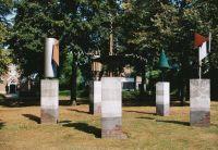 Monument ter nagedachtenis aan de slachtoffers van WO II, door Marius Boender, Speelheuvelplein.