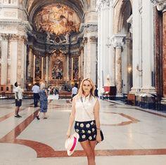 """""""Eine meiner liebsten Kirchen ist St. Ignatius. Wunderschöne Skulpturen und die Decke ist sehr aufwändig bemalt. Atemberaubend"""", schwärmt Reese."""