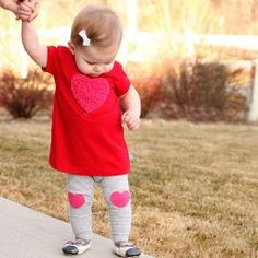 Vday Cutie Alert - she's rockin the hearts! DIY: Cut up old Tshirts and turn them into a new little Vday outfit for baby. A Shaggy Heart Dress and little Heart Knee-Pad Leggings. Valentines Outfits, Valentines Diy, Old T Shirts, Cute Shirts, Love My Kids, Cute Kids, Heart Diy, Best Valentine's Day Gifts, Baby Girl Hairstyles