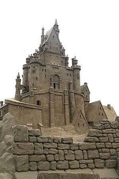 How to build a perfect sand castle; great fun activities for families, great summer fun for kids, sand castle building contests Snow Sculptures, Sculpture Art, Statues, Ice Art, Snow Art, Bouncy Castle, Grain Of Sand, Sand And Water, Beach Art