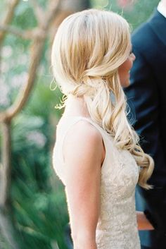 Looking for wedding hairstyles that make your hair fuller and thicker? Check out our best collection of wedding hairstyles for thin hair! Side Curls Hairstyles, Wedding Hairstyles Thin Hair, Thin Hair Updo, Casual Hairstyles, Straight Hairstyles, Braided Hairstyles, Hair Wedding, Wedding Dresses, Photomontage
