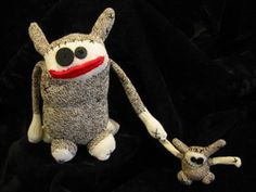 sokitume sock creatures: Sock Monkey's more interesting cousins! Sewing Crafts, Sewing Projects, Ugly Dolls, Sock Toys, Monster Dolls, Sock Animals, Cute Monsters, Soft Sculpture, Diy Doll
