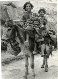 Andalausian gypsies in 1960, from Paul Almásy's collection (Budapest, 1906 – Paris, 2003).