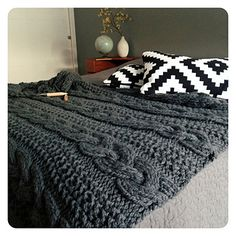 Curl up on a cold day with the cozy ASPEN Blanket by Go-Girl Knitting. This blanket will make a great accent in your home. Curl up on a cold day with the cozy ASPEN Blanket by Go-Girl Knitting. This blanket will make a great accent in your home. Knitted Afghans, Knitted Throws, Crochet Blanket Patterns, Knitting Patterns, Crochet Pattern, Giant Knitting, Arm Knitting, Knitting Needles, Plaid Laine