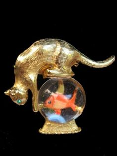 Vintage Gold Crown Gold Tone Cat w/ Lucite Fish in Bowl Brooch Pin