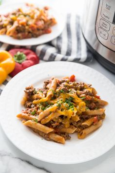 All the flavors of your favorite Beef Enchiladas, this Instant Pot Enchilada Pasta is the perfect weeknight pasta dish for the whole family! 21 Day Fix Containers and WW Points included, of course! Fixate Recipes, Pasta Recipes, Beef Recipes, Healthy Recipes, Healthy Foods, Enchilada Pasta, Enchilada Recipes, Sin Gluten