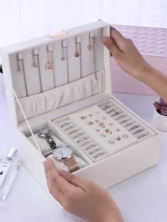 Necklace Storage, Jewellery Storage, Jewellery Display, Diy Jewellery Box Ideas, Travel Jewelry Box, Jewelry Case, Jewelry Organizer Wall, Jewelry Holder, Diy Organizer