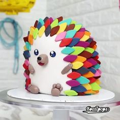 Hedgehog Cake – na ideia do bolo de gato, isto pode ser uma boa alternativa ao s… Hedgehog Cake – In the cat cake idea, this can be a good alternative to shaggy cake. Crazy Cakes, Fancy Cakes, Pretty Cakes, Cute Cakes, Fondant Cakes, Cupcake Cakes, Dog Cakes, Fondant Bow, Fondant Tutorial