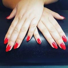 """12 Synes godt om, 1 kommentarer – Box of beauty (@boxofbeautydk) på Instagram: """"#rednails#nails #summernails"""" Round Shaped Nails, Elegant Nails, Red Nails, Summer Nails, Shapes, Beauty, Instagram, Hair, Round Wire Nails"""