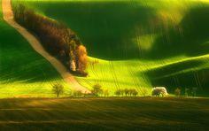 surreal-photos-pt1-moravia-fields-green.jpg (897×565)