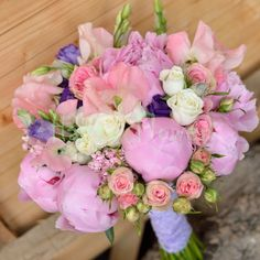 Buchet de mireasa cu bujori albi si bujori roz, ranunculus     Buchet de nasa pastelat, cu bujori roz, lisianthus mov, bouvardia roz, miniroze     Lumanari nunta bujori roz si trandafiri, miniroze, astilbe roz     GRATUIT : cocarde mire, nas si parinti   Astilbe, Bride Bouquets, Ranunculus, Celebration, Floral Wreath, Wreaths, Weddings, Wedding Dresses, Peonies