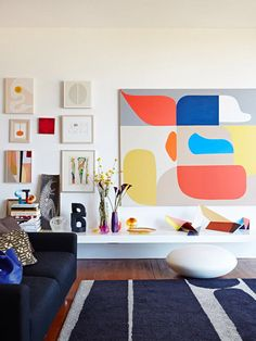 Take a look at ten modern, interior rooms that are decked out with larger than average works of bold, contemporary art.