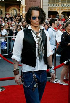 Actor Johnny Depp attends the premiere of Walt Disney's 'Pirates Of The Caribbean: At World's End' held at Disneyland on May 19, 2007 in Anaheim, California.