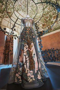 haute couture fashion Archives - Best Fashion Tips Valentino Couture, Dior Haute Couture, Valentino Rockstud, Valentino Rossi, Valentino Perfume, Valentino Sneakers, Valentino Sandals, Dress Couture, Style Couture