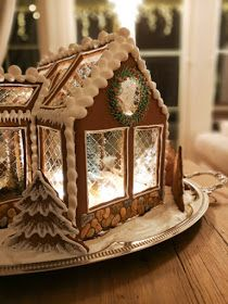 Gingerbread House Designs, Gingerbread House Parties, Christmas Gingerbread House, Gingerbread Cookies, Christmas Cake Decorations, Christmas Desserts, Christmas Treats, Cookie House, Winter Treats
