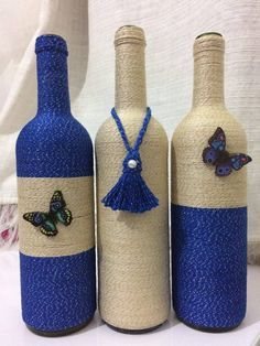 Billedresultat for garrafas decoradas Empty Wine Bottles, Wine Bottle Art, Painted Wine Bottles, Diy Bottle, Recycled Bottles, Bottles And Jars, Wrapped Wine Bottles, Soda Bottles, Liquor Bottles