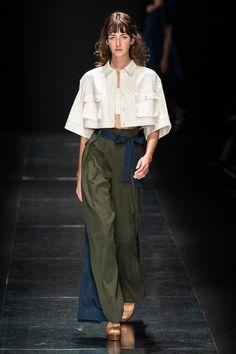 Tae Ashida Tokyo Spring 2020 Fashion Show - Daily Fashion 2020 Fashion Trends, Fashion 2020, Runway Fashion, High Fashion, Fashion Show, Fashion Outfits, Womens Fashion, Fashion Tips, Fashion Design