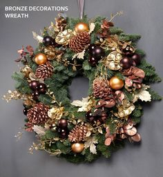 New Door Wreaths Christmas Thoughts Ideas Gold Christmas Decorations, Christmas Wreaths To Make, Decorating With Christmas Lights, Christmas Arrangements, Christmas Flowers, Noel Christmas, Christmas Paper, Christmas Crafts, Christmas Ornaments