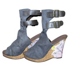 Muk Luks Scrunch Peep Toe Wedge Denim 1 $24...where do i get these???
