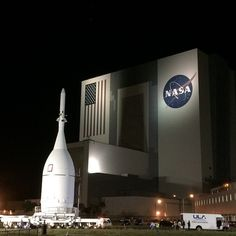 The Orion spacecraft made a brief stop in front of the Vehicle Assembly Building @ launch complex 37 on 12 Nov 2014