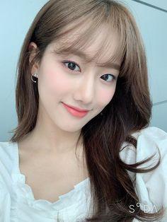 Kpop Girl Groups, Kpop Girls, April Kpop, Korean Makeup Look, Idol, Korean Actresses, Chinese Actress, Aesthetic Girl, Kpop Aesthetic