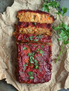 (Almost) Classic Chickpea Vegan Meatloaf. Who doesn't love a meat-free meatloaf, served with cauli mash and vegan gravy? Veggie Recipes, Whole Food Recipes, Vegetarian Recipes, Healthy Recipes, Vegitarian Thanksgiving Recipes, Tofurkey Thanksgiving, Best Vegan Recipes Dinner, Vegetarian Thanksgiving Main Dish, Simple Recipes