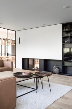 Living Tv, Home Living Room, Living Room Decor, Living Spaces, Home Fireplace, Fireplace Design, Beautiful Home Designs, Beautiful Interiors, Minimalist Fireplace