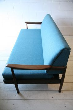 Guy Rogers Daybed Sofa. Mid Century modern in blue