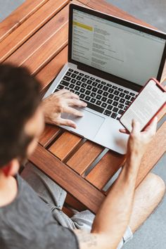Gray and Black Laptop Computer · Free Stock Photo Make Money Blogging, Make Money Online, How To Make Money, How To Become, Starting A Catering Business, Email Writing, Drop Shipping Business, Home Based Business, Business Ideas