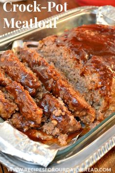 Classic Slow Cooker Moist Meatloaf | Bread crumbs, bell peppers, tomato sauce, and Worcestershire sauce make this meatloaf really tasty!