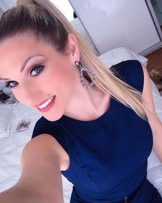 Feliz demais com o resultado do trabalho de ontem... A @vheridianna da @esteticamegahairnh sempre me surpreende  maquia muuuuuuito!!!!! Obrigada tbm @tatianerochavianna pelas unhas perfeitas e @misanthos por cuidar tão carinhosamente dos meus cabelos!!!  #findelindo #tksgod #instablogger #beutytips #make #makeup #instamakeup #nails #hair #fiquelinda