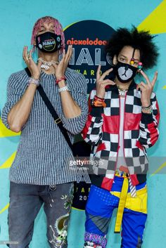 Ayo Bowles and Mateo Bowles of Ayo & Teo attend the 2017 Nickelodeon Halo Awards at Pier 36 on November 2017 in New York City. Ayo And Teo Mask, Ayo Teo, Justin Bieber Outfits, Sneakers Wallpaper, Dance Legend, Famous Men, All In One, Spiderman, Rapper