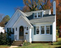 Sears Houses in Hopewell, Virginia - Old-House Online - Old-House . Hopewell Virginia, Storybook Homes, 1930s House, Cute Cottage, Gambrel, Cottage Style Homes, Craftsman Bungalows, Prefab Homes, Reno