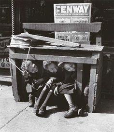 Ida Wyman     Under the Newsstand, the Bronx, New York     1947