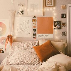 Perfect Idea Room Decoration Get it Know - Interior - Apartment Decor Aesthetic Room Decor, Cozy Aesthetic, Orange Aesthetic, Dream Rooms, Dream Bedroom, My New Room, Home Decor, Wall Decor For Dorm, Dorm Wall Decorations