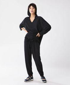 Calças lisas - Novidades -Tendências SS 2017 em moda de mulher na Oysho online: roupa interior, lingerie, roupa desportiva, étnica, boho, sapatos, complementos, acessórios e moda de banho.