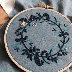 - 점점 재밌는 #프랑스자수 자꾸 찔려서 손이 매우 따가움 #yumikohiguchi #embroidery