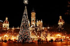 Information about Christmas time in Spain. Christmas is a widely celebrated holiday in Spain which lasts well into the New Year. Christmas In Spain, Spanish Christmas, Christmas Love, Christmas Lights, Christmas Scenery, Merry Christmas, Christmas Jewelry, Christmas Decor, Christmas Ideas