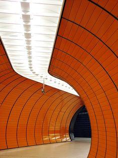 Fußgängertunnel - U - Bahn am Marienplatz, München 2007 - Pedestrian tunnel metro station in Munich