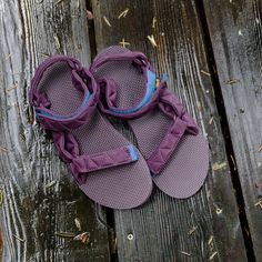 A fall-worthy sandal just dropped. Say hello to the Original Universal Puff. Sandalias Teva, Classic Style, Style Me, Kids Fashion, Autumn Fashion, We Wear, How To Wear, Hiking Gear, Pos