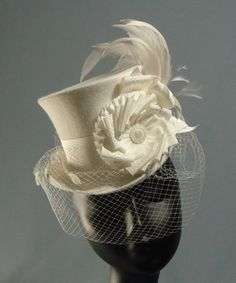 Classic Lolita and victorian riding hats Steampunk Hat, Steampunk Wedding, Estilo Fashion, Ideias Fashion, Belle Epoch, Riding Hats, Victorian Hats, Bridal Hat, Cooler Look