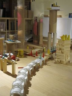 interesting building materials and use of light Play Based Learning, Learning Spaces, Learning Centers, Reggio Emilia, Reggio Documentation, Kindergarten Inquiry, After School Care, Block Center, Construction Area