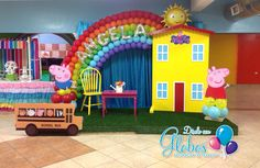 Casita de Peppa Pig decoracion piñatas. Arcoiris Pig Birthday, Third Birthday, 3rd Birthday Parties, Birthday Party Decorations, Birthday Ideas, Peppa Pig Balloons, Rainbow Balloons, Birthday Balloons, Aaliyah Birthday