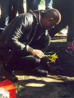 Tyrese paying tribute to his friend Paul Walker :-( Fast And Furious, The Furious, Paul Walker Crash, Rip Paul Walker, Paul Walker Tribute, Paul Walker Pictures, Furious Movie, Ride Or Die, Beautiful Inside And Out
