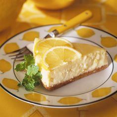 Uncover the Lemon Cream Tart recipe on cuisineactuelle. Cream Pie Recipes, Tart Recipes, Sweet Recipes, Lemon Recipes, Köstliche Desserts, Delicious Desserts, Dessert Recipes, Yummy Food, Lemon Cream Pies