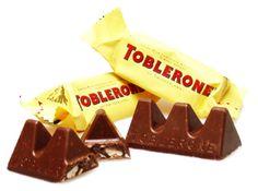 Le format triangulaire du packaging du Toblerone est un de ses points de différenciation qui a un impact fort auprès des consommateurs. Ainsi, le packaging retranscrit la forme triangulaire du produit et évoque l'idée du montagne et de la Suisse qui sont les origines du produit.