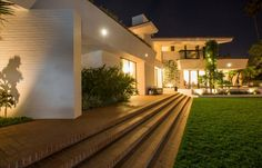 Today, Miami Design District blog is wants to show you the Ellen DeGeneres house in miami. Did you already saw? - See more at: http://miamidesigndistrict.eu/design/40-million-ellen-degeneres-house-in-miami/#sthash.8Hw9I20E.dpuf