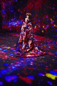 teamLab Borderless to Commemorate 1 Million Visitors Special Photo Exhibition Mika Ninagawa @ teamLab Borderless Held in Tokyo Azuma Makoto, Tokyo Museum, Tanabata, Retro Girls, Projection Mapping, Vogue Japan, Japan Art, Dark Beauty, Public Art