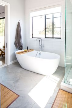 25 Small Bathroom Storage & Design Ideas - Storage Solutions for Tiny Bathrooms Small Bathroom Storage, Bathroom Design Small, Bathroom Interior Design, Modern Bathroom, Bathroom Organization, Bathroom Ideas, Master Bathroom, Tiny Bathrooms, Contemporary Bathrooms
